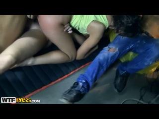 Трое парней жёстко насилуют ( постановочное видео ) молоденькую девушку. Анальный секс. Групповой секс.